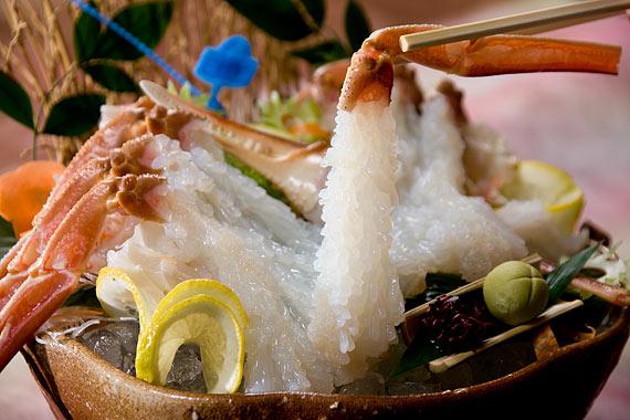 日本海の味覚松葉ガニを楽しむ